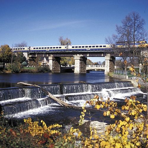 Les Grandes villes de l'Est Canadien en train - Toronto -