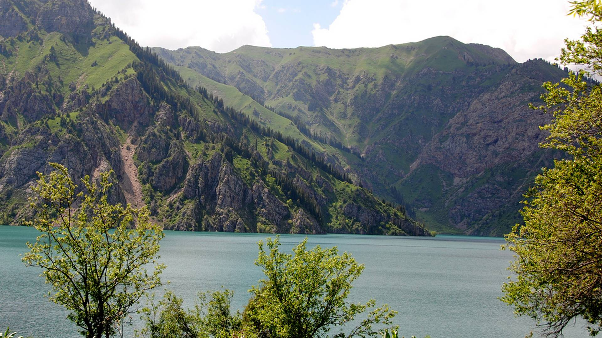 Pays incroyable: culture, nature et population locale