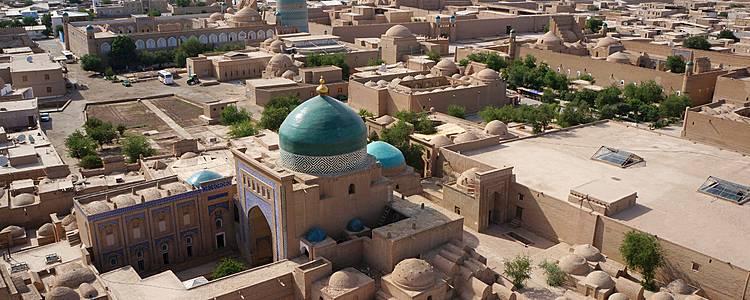 Mer d'Aral et oasis des villes anciennes en groupe