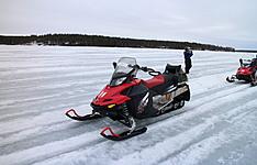 Raid en motoneige au sommet de 3 montagnes en Laponie
