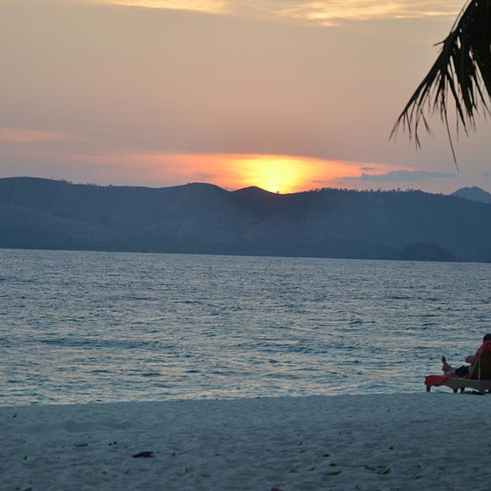 A Pristine Beach Warm Tropical Breezes And The Love Of: The Philippines Tour: Luxurious Romantic Getaway