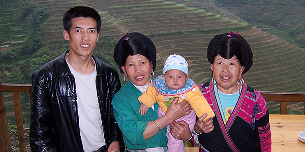 Familia zhuang @flickr cc McKay Savage