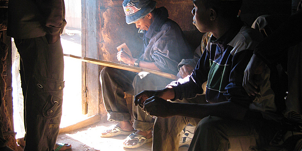 Artesanos en Ambositra @flickr cc Woodlouse