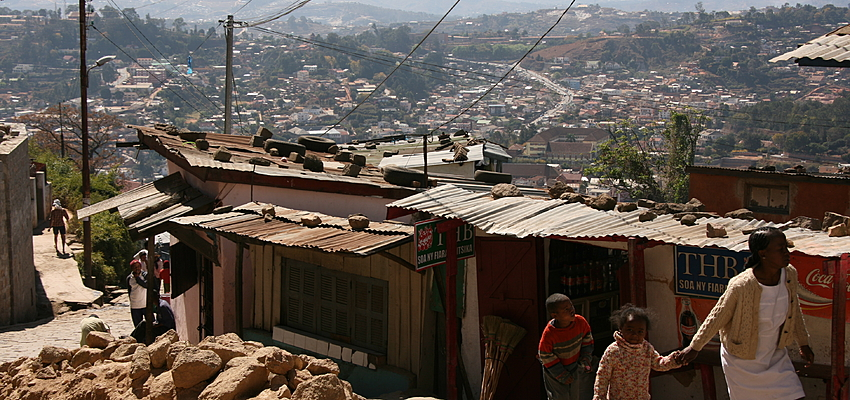 An alley in Antananarivo @MarcoZanferrari
