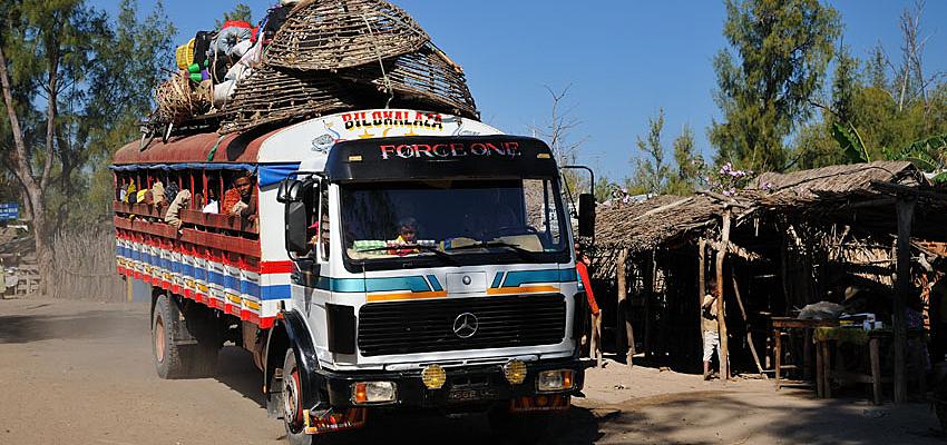 Taxi-brousse en Madagascar @FlickrccHervé