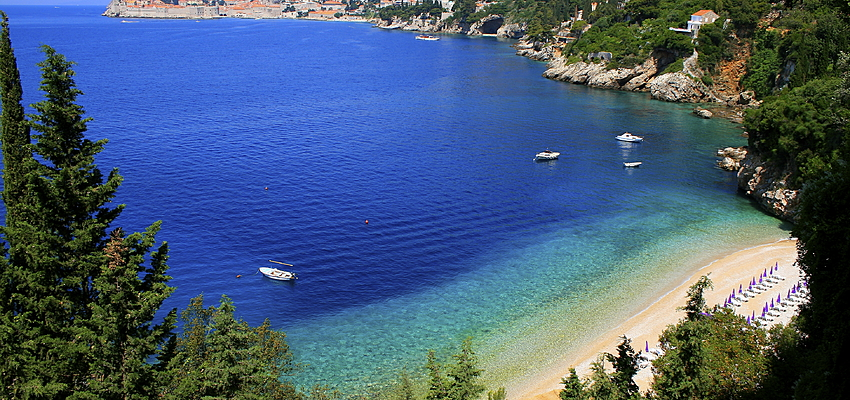 A beach with a view over Dubrovnik