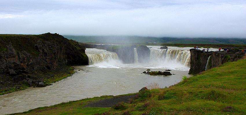 Cascada natural en Islandia