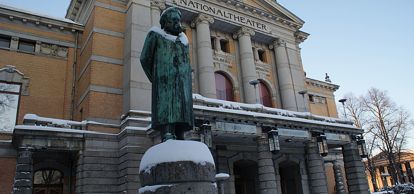 Henrik Ibsen devant le théâtre d'Oslo
