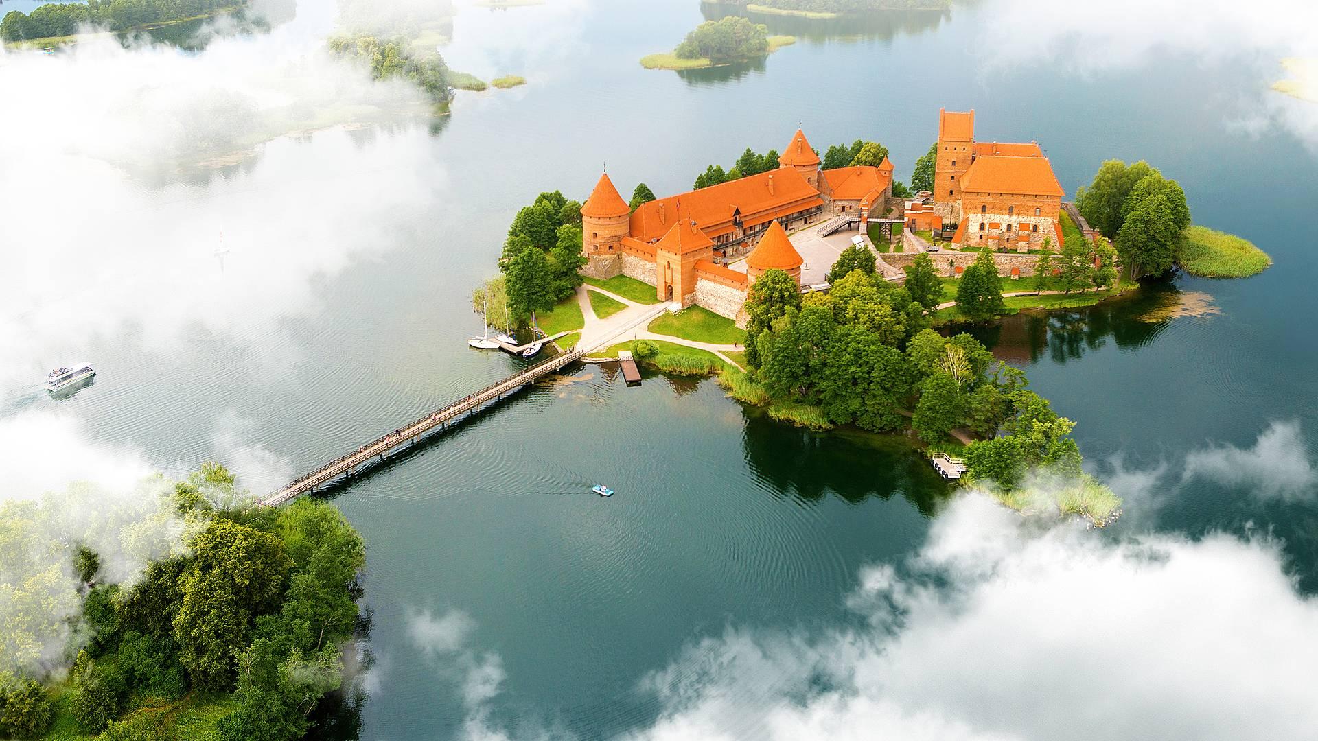 Lituania, Tierra del Ambar en grupo privado