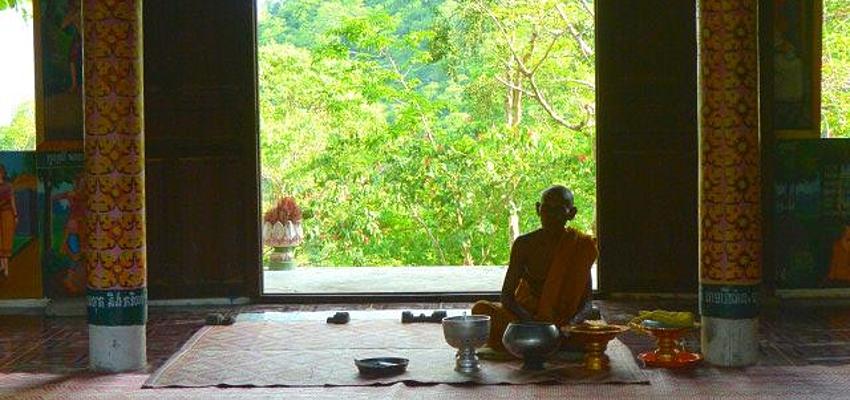 Monje en una pagoda