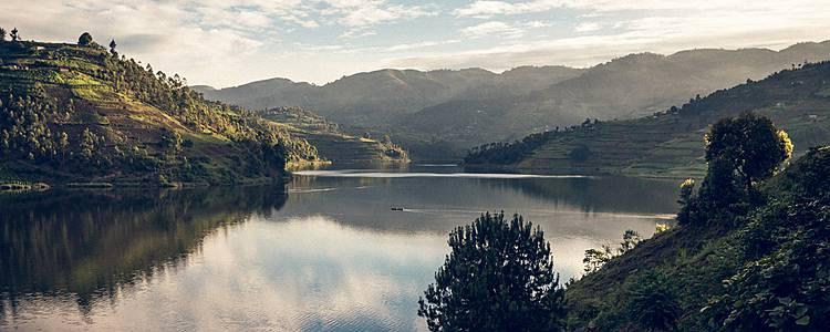 Entre los primates, lagos y volcanes