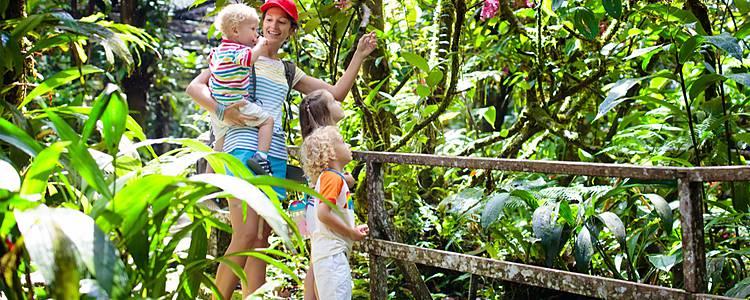 En familia entre selva, volcanes y playas