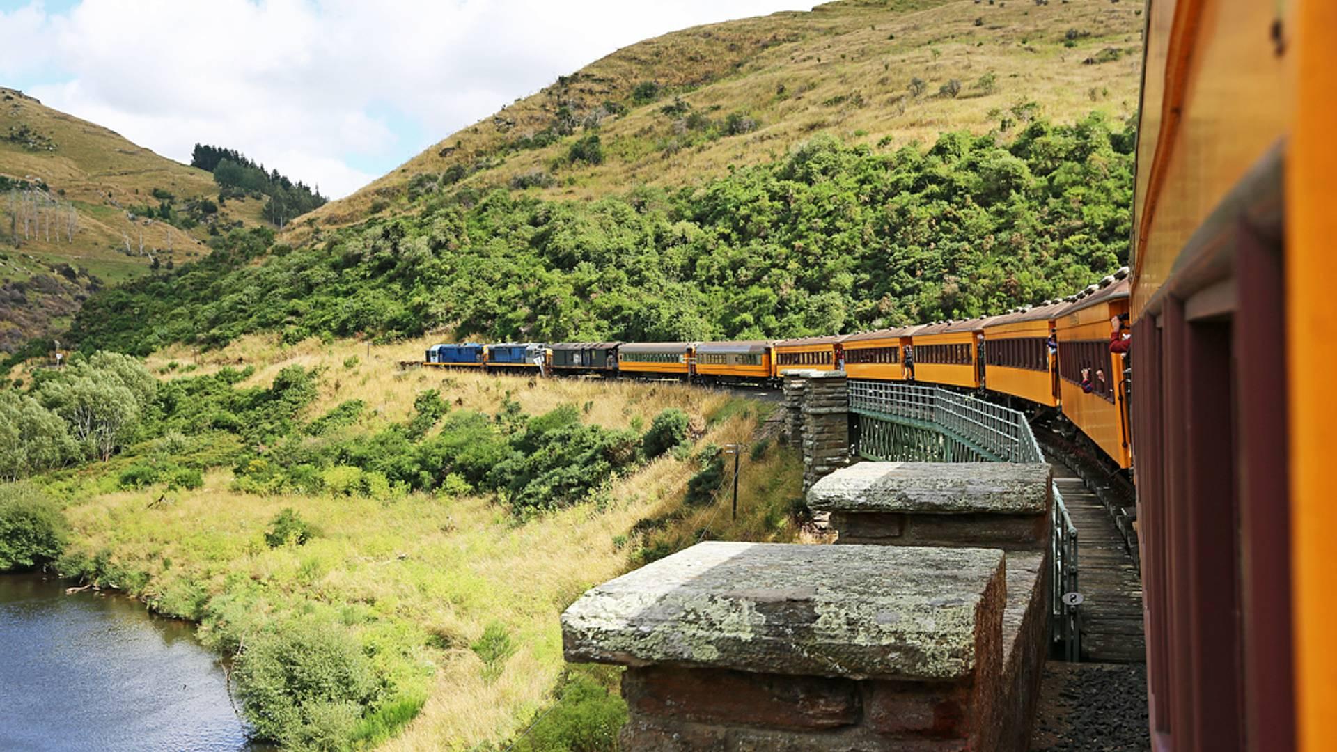 Mit der KiwiRail - Bahn die Küste entlang