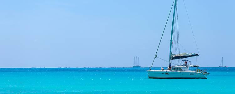 En catamarán por los cayos del Caribe
