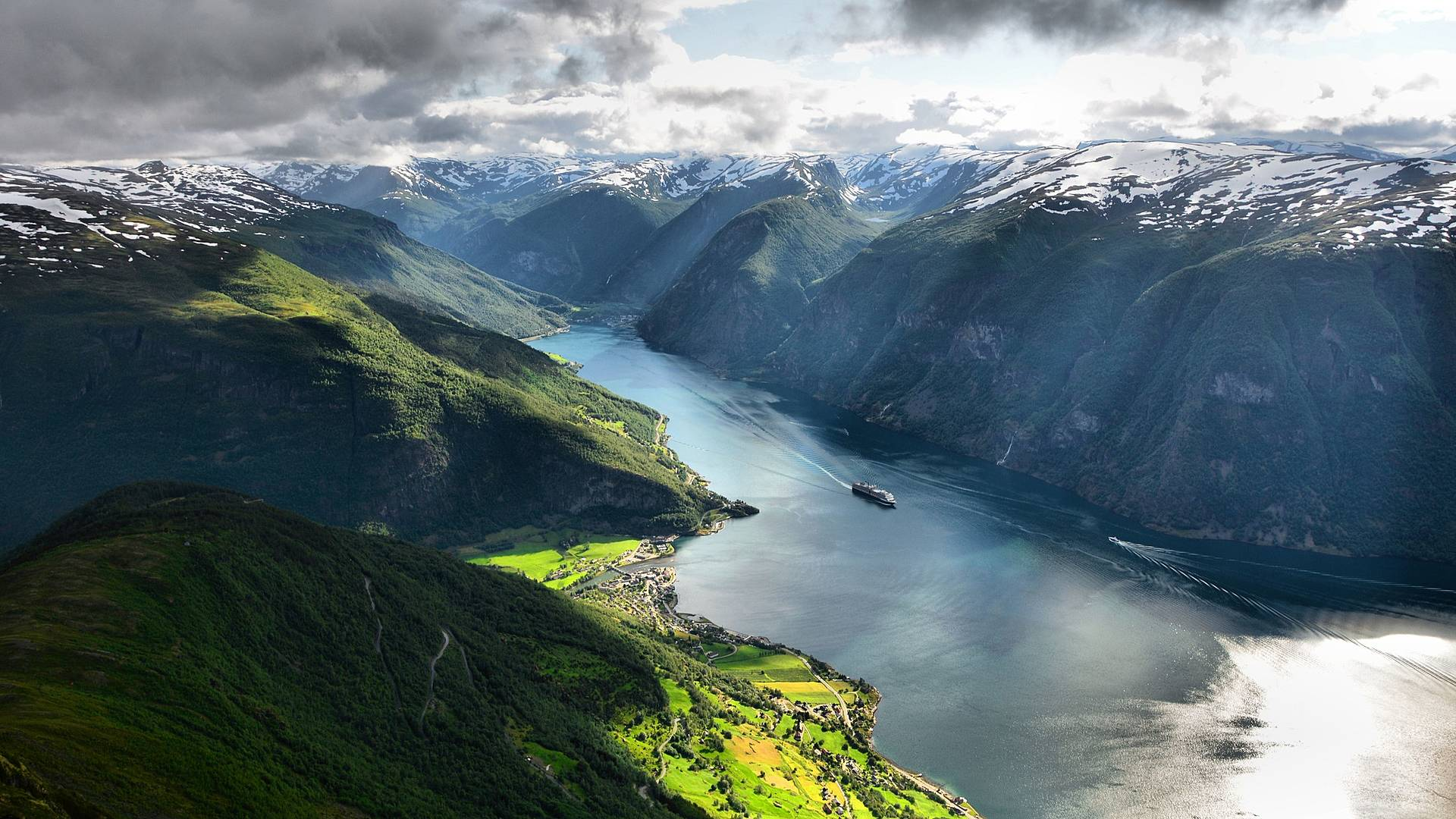 Le Sognefjord en train et bateau