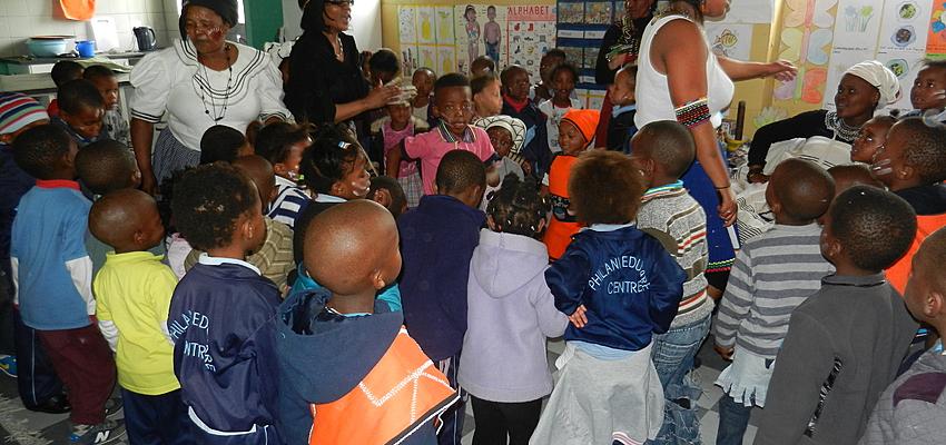 Répétition dans une école en plein township