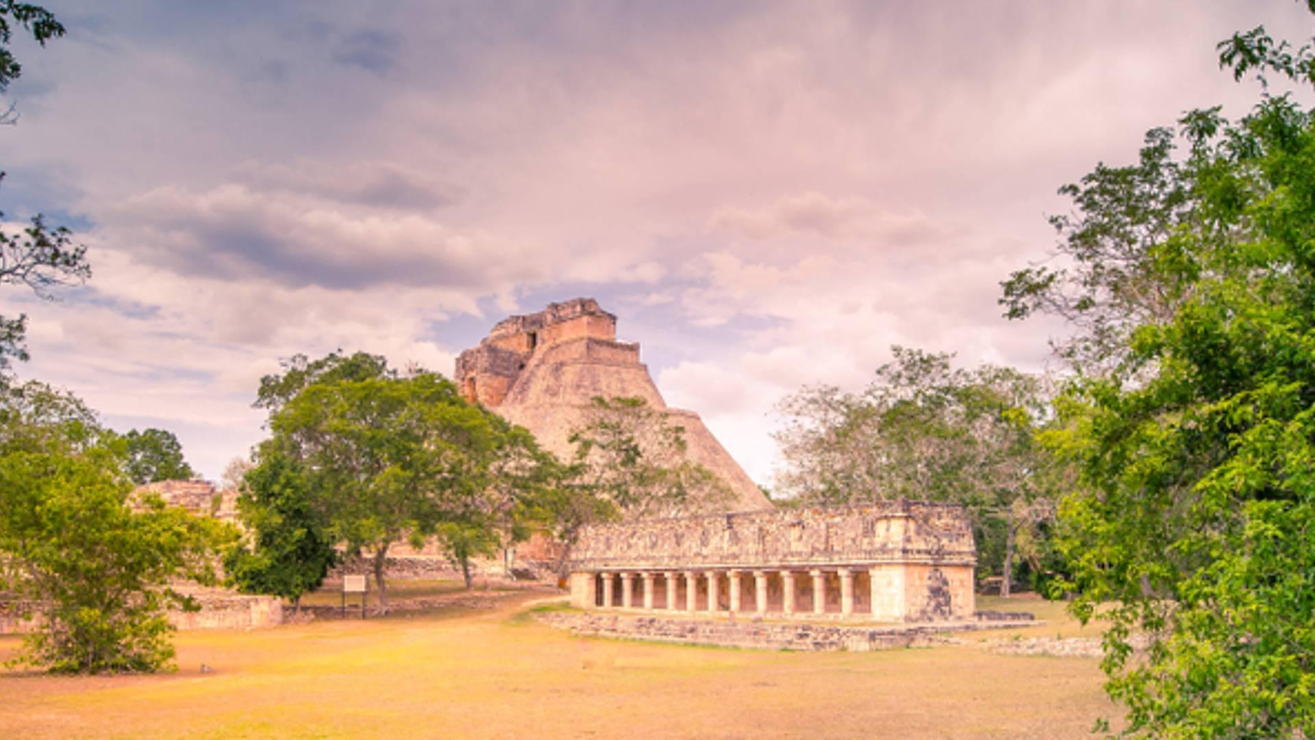 Selva, playa et temples mayas