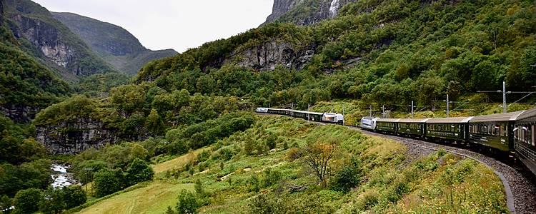Escapada Fiordos por tierra, mar y railes