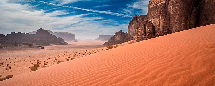 Classici del paese e bivacco nel deserto
