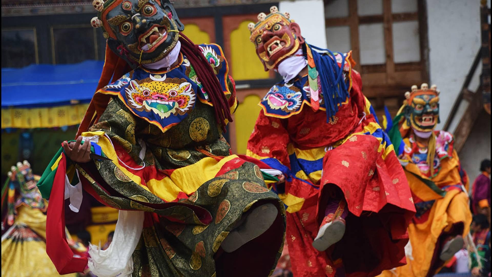Le festival de Jakar en petit groupe