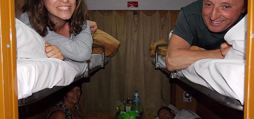 Ma famille dans le train couchette, direction Hanoi !