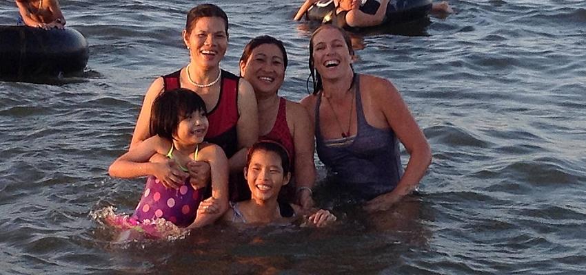 ¡En el mar, con mis amigos vietnamitas!