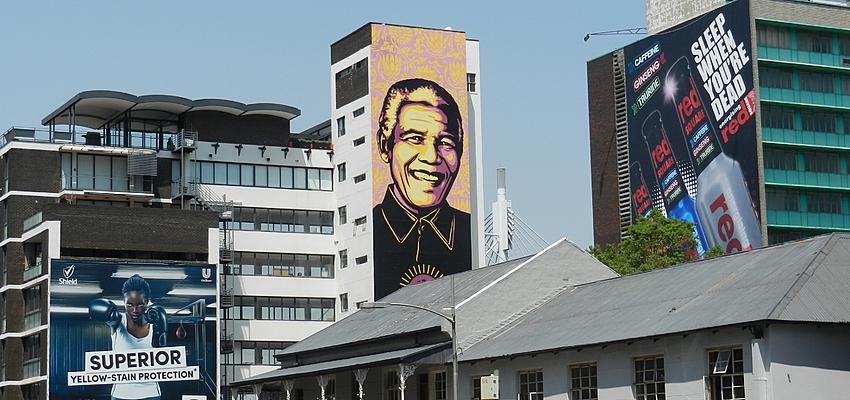 Mandela en un edificio de Johannesburgo