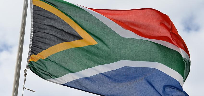 La bandera de la Nación Arcoíris