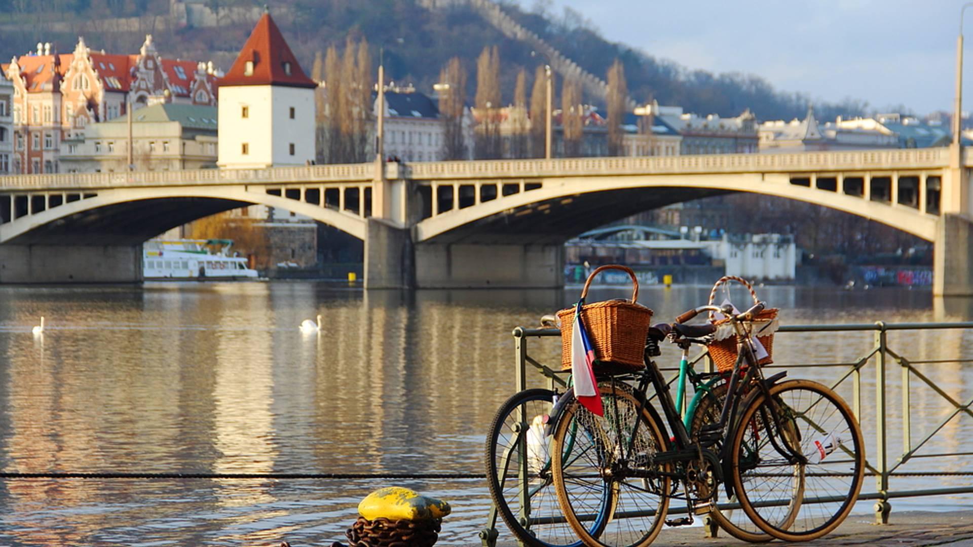 Prague en bateau et en vélo électrique