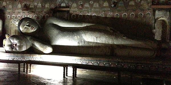 Bouddha couché à Dambulla