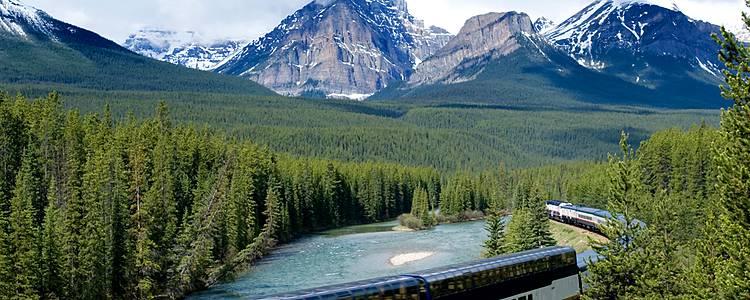 Les montagnes rocheuses canadiennes en train