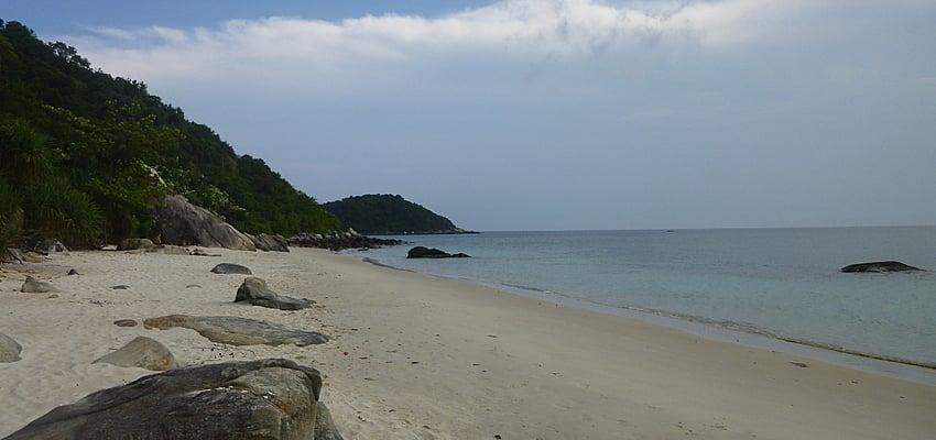 Plage deserte sur l'île Cham