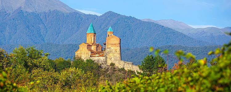 Monasterios y fortalezas medievales