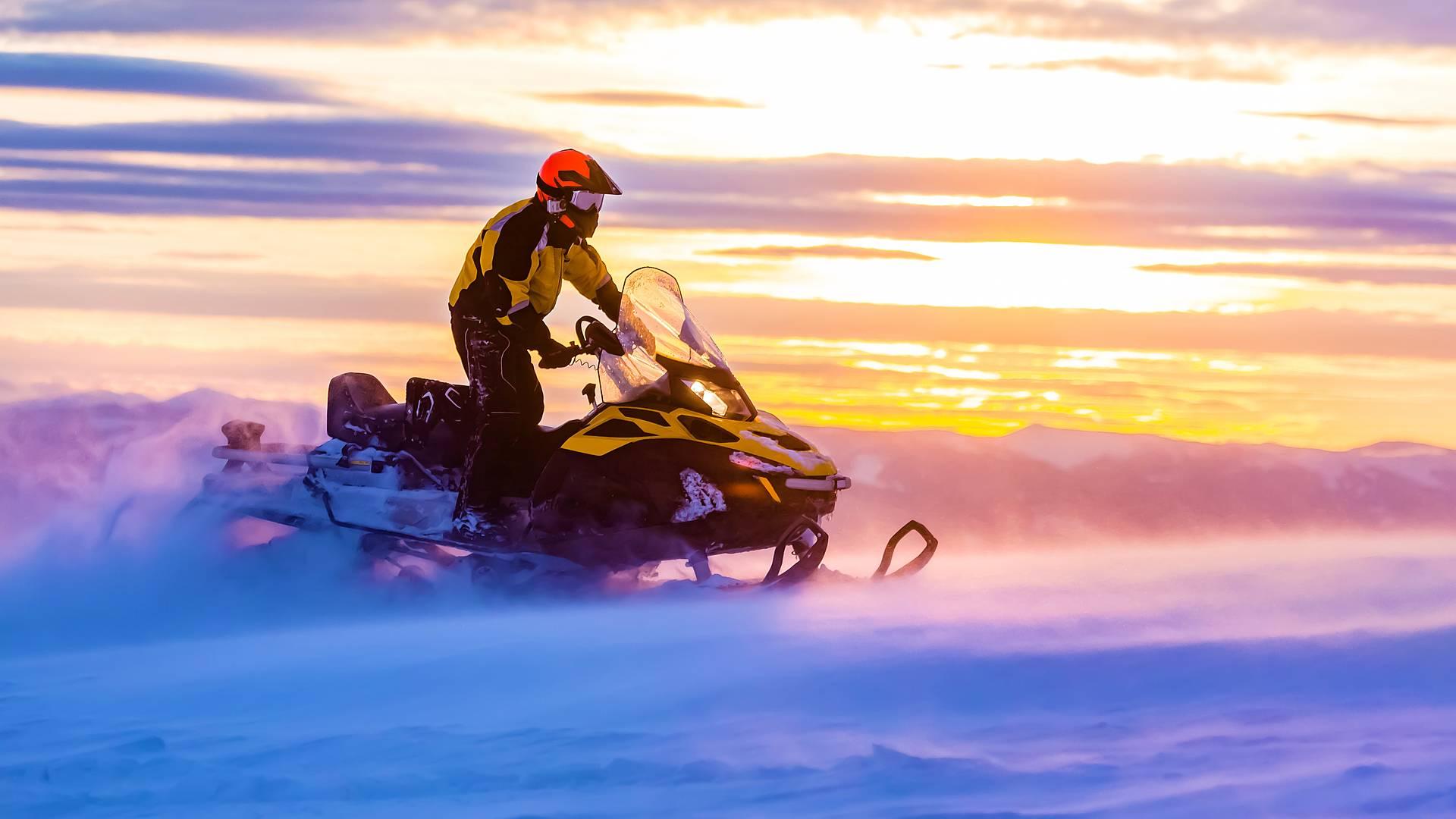 Explora Laponia en Moto de Nieve