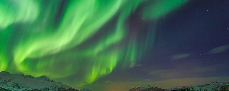 Aurora boreale ed Igloo