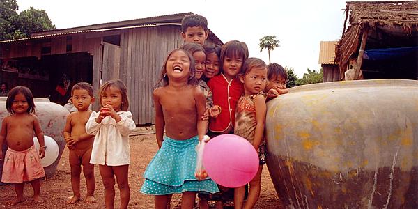 Des enfants du village