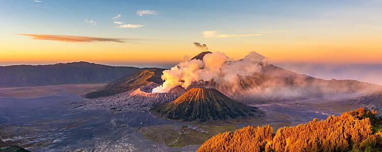 Borneo, Volcanes de Java y Bali