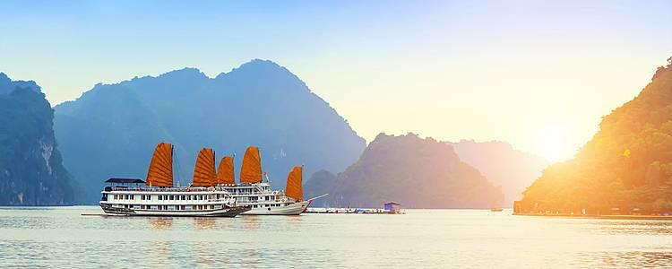 Crucero por la bahía y templos de Angkor en grupo reducido