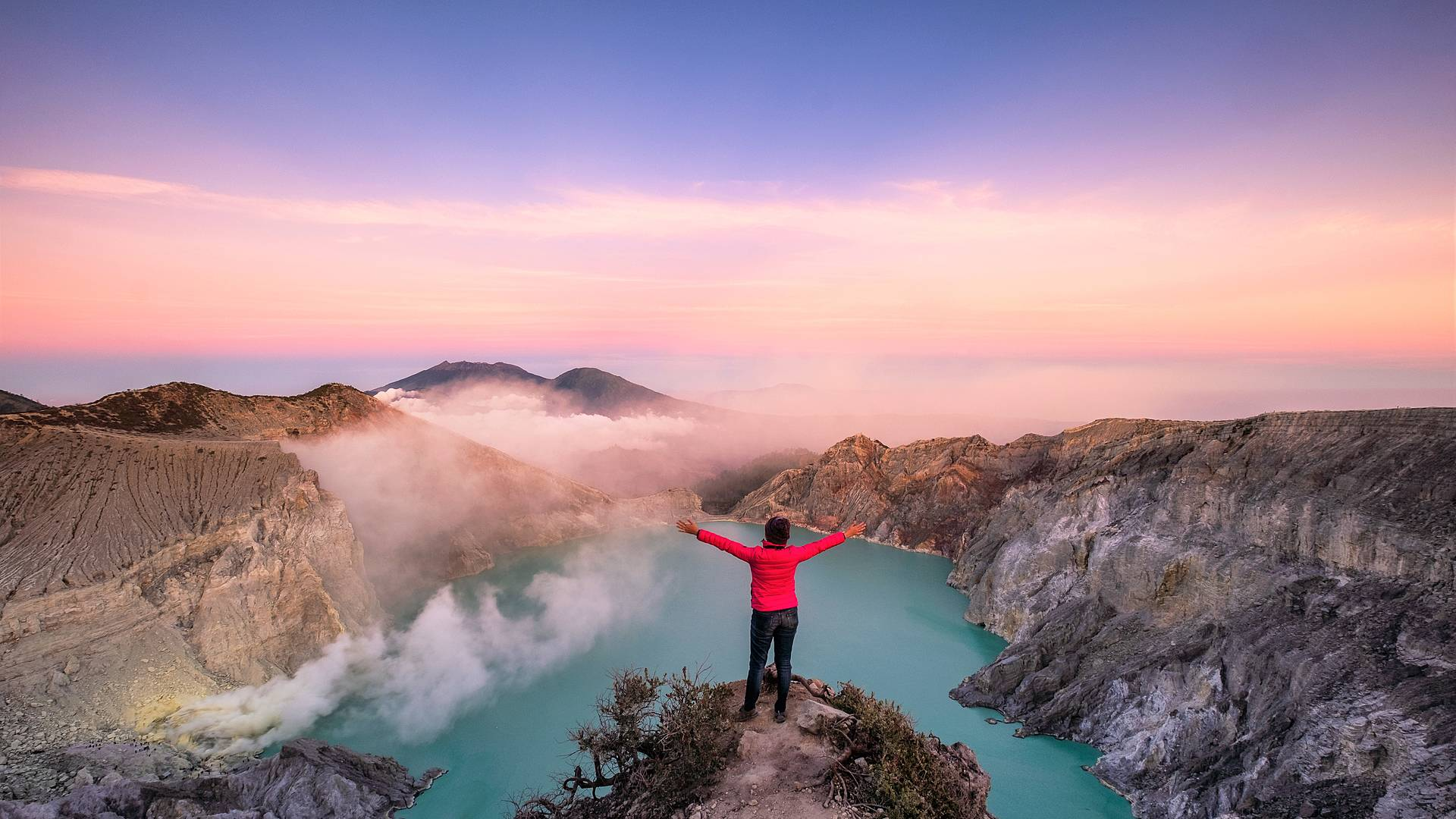 La selva de Borneo y volcanes de Java y Bali