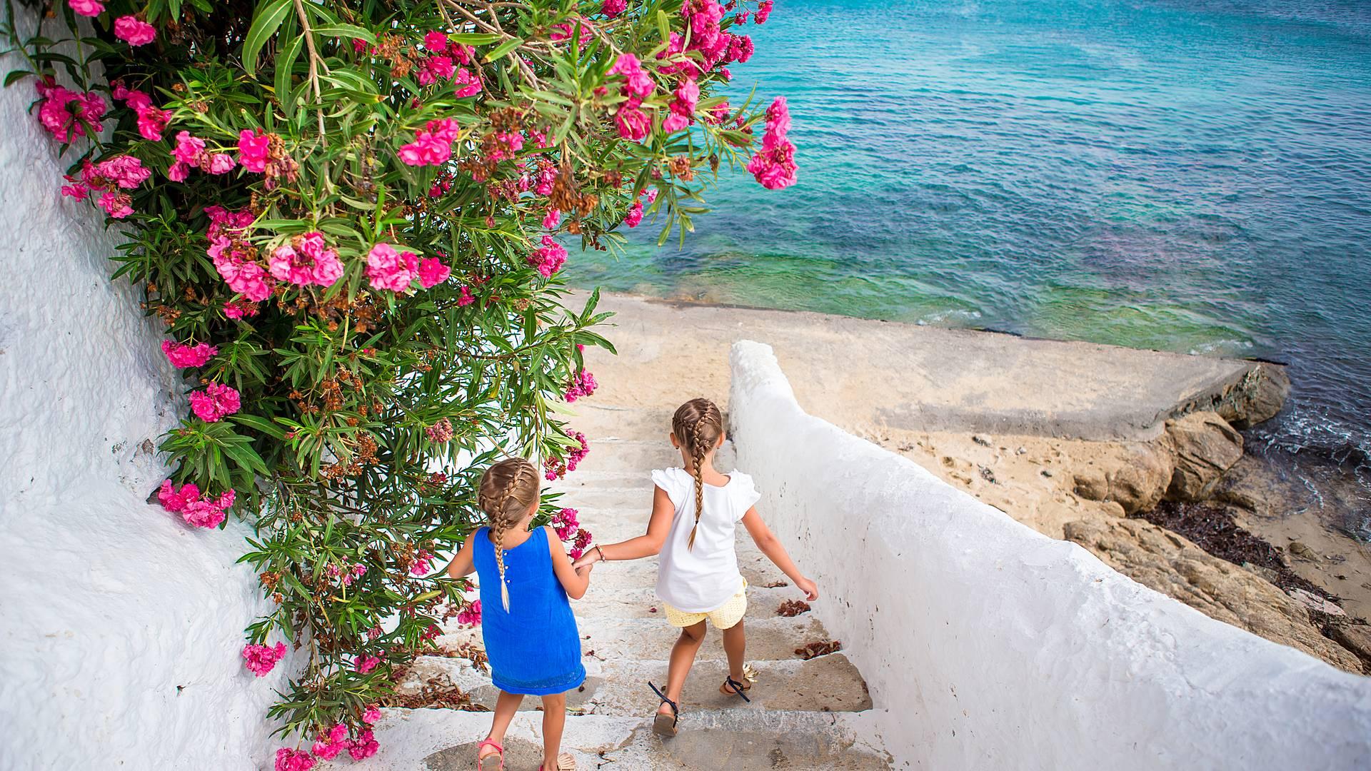 Exploration et détente en Famille, du continent à l'île de Paros