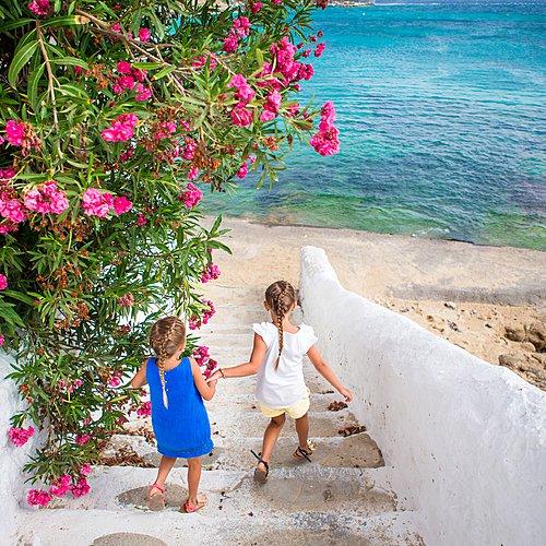 Exploration et détente en Famille, du continent à l'île de Paros -
