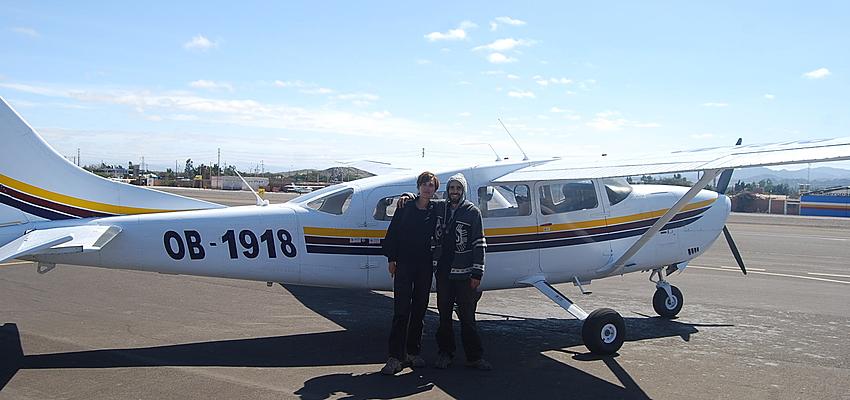 Un Cessna sobrevolando las líneas de Nazca