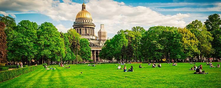 Vivez Saint-Pétersbourg l'été comme un local