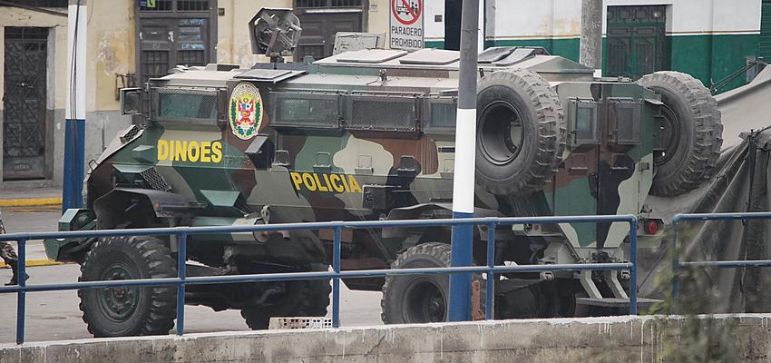 Véhicule de la police à Lima