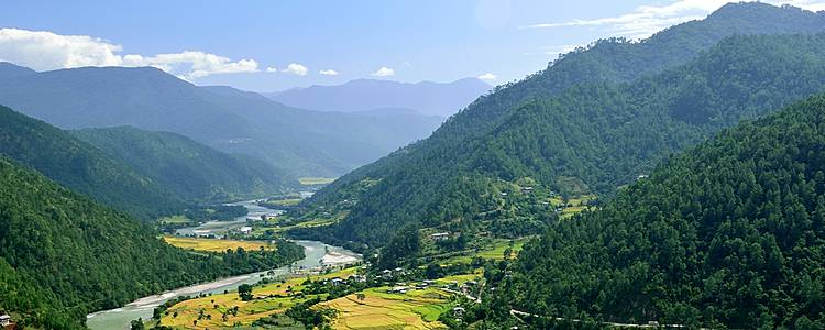 Mountains, valleys and festival in Paro