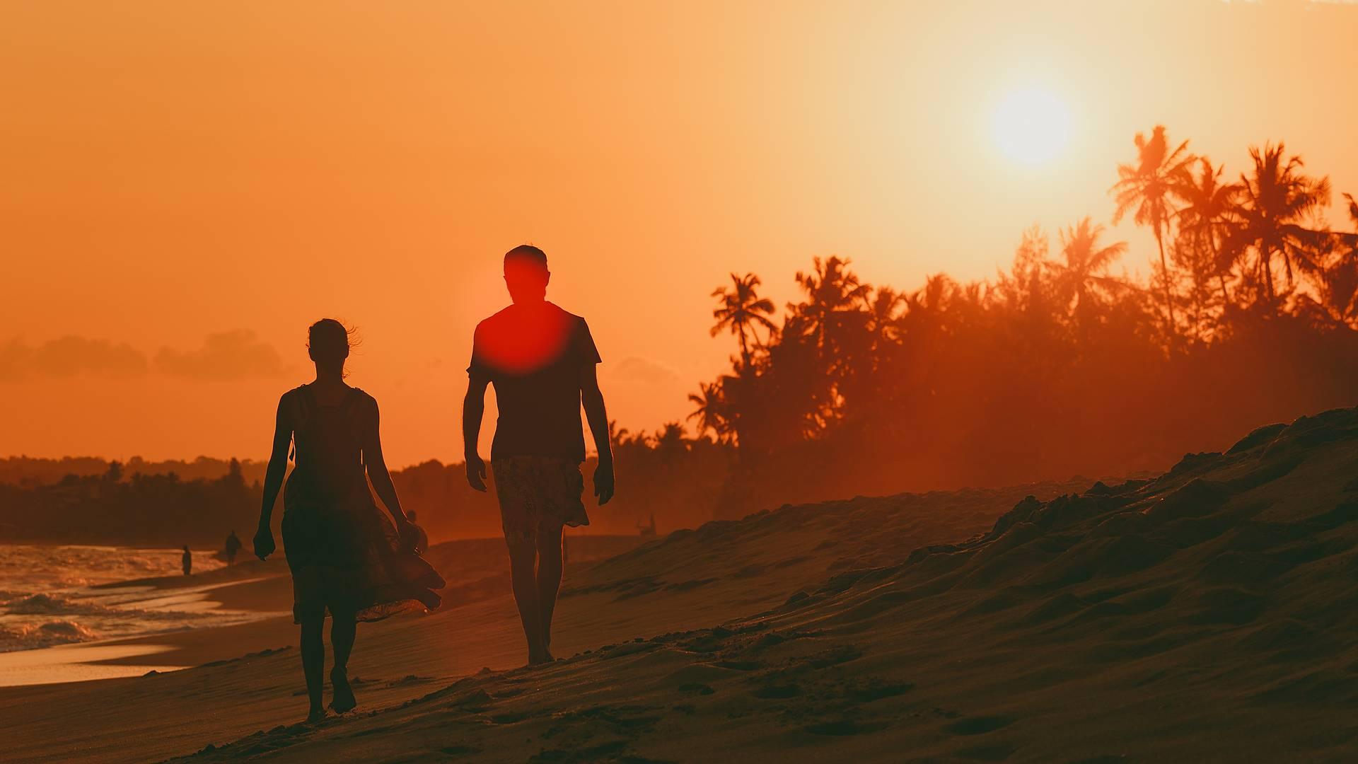 Romantische Momente zwischen Strand und Wildnis