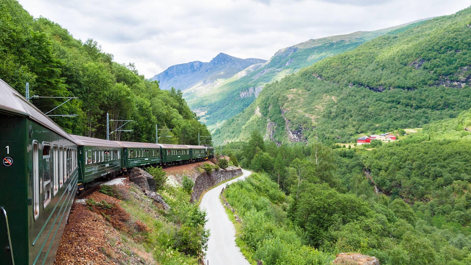 Luxuriöse Reise mit Bahn und Fähre durch das Land