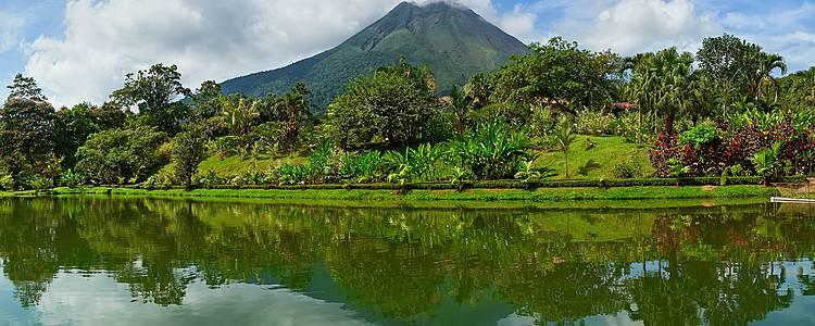 Trekking e turismo attivo tra lagune, vulcani e foresta pluviale