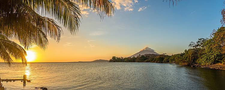 Trekking tra vulcani, laghi e lagune