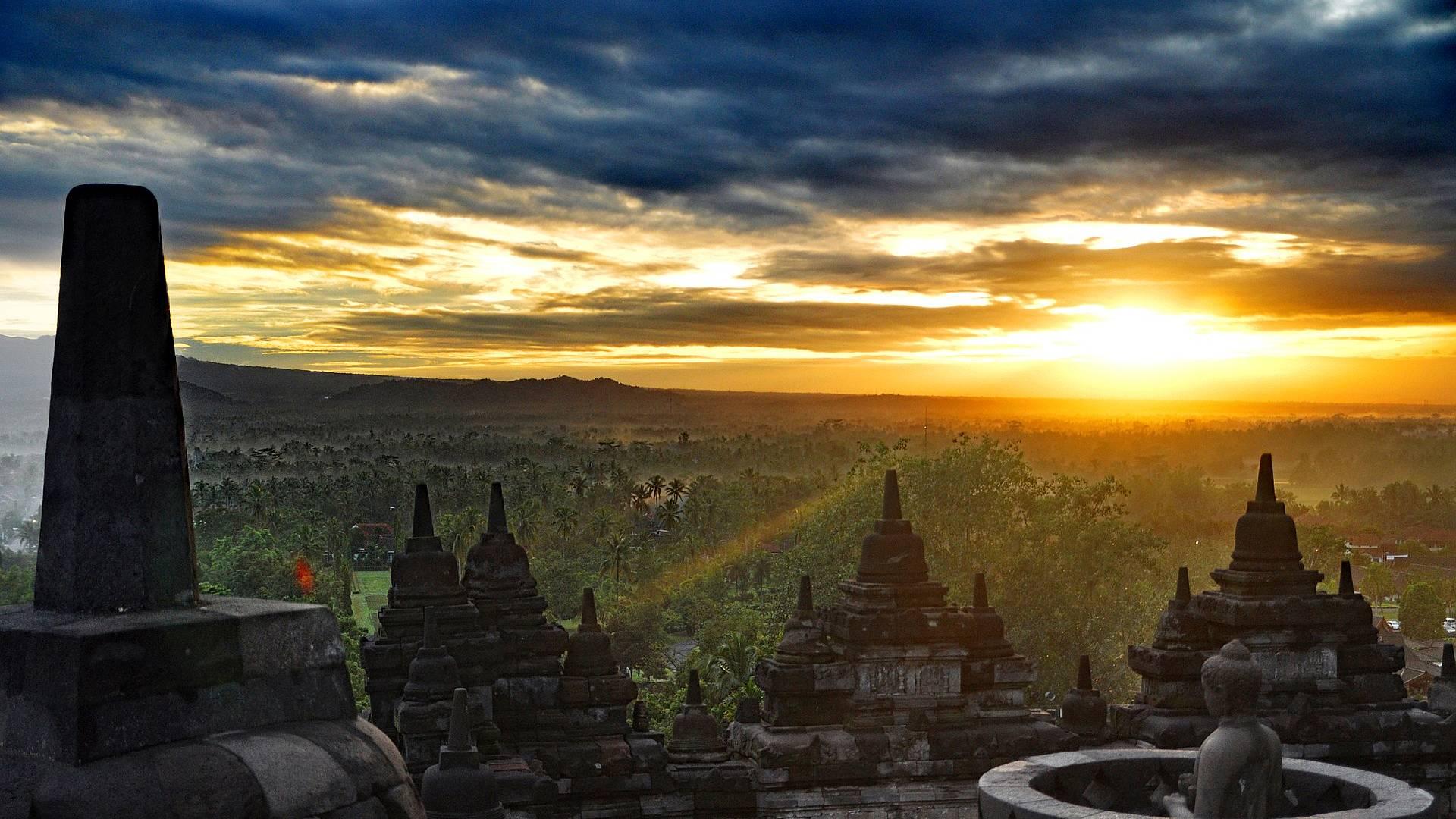 Dalla cultura di Giava al mare di Gili passando per l'affascinante Bali